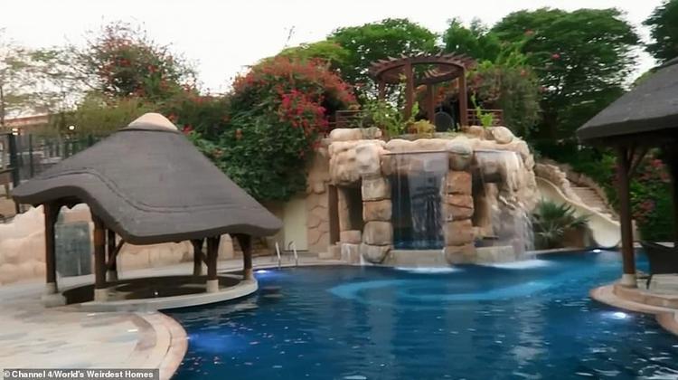 Bể bơi trong khu dinh thự của Belhasa. Ảnh: Channel 4