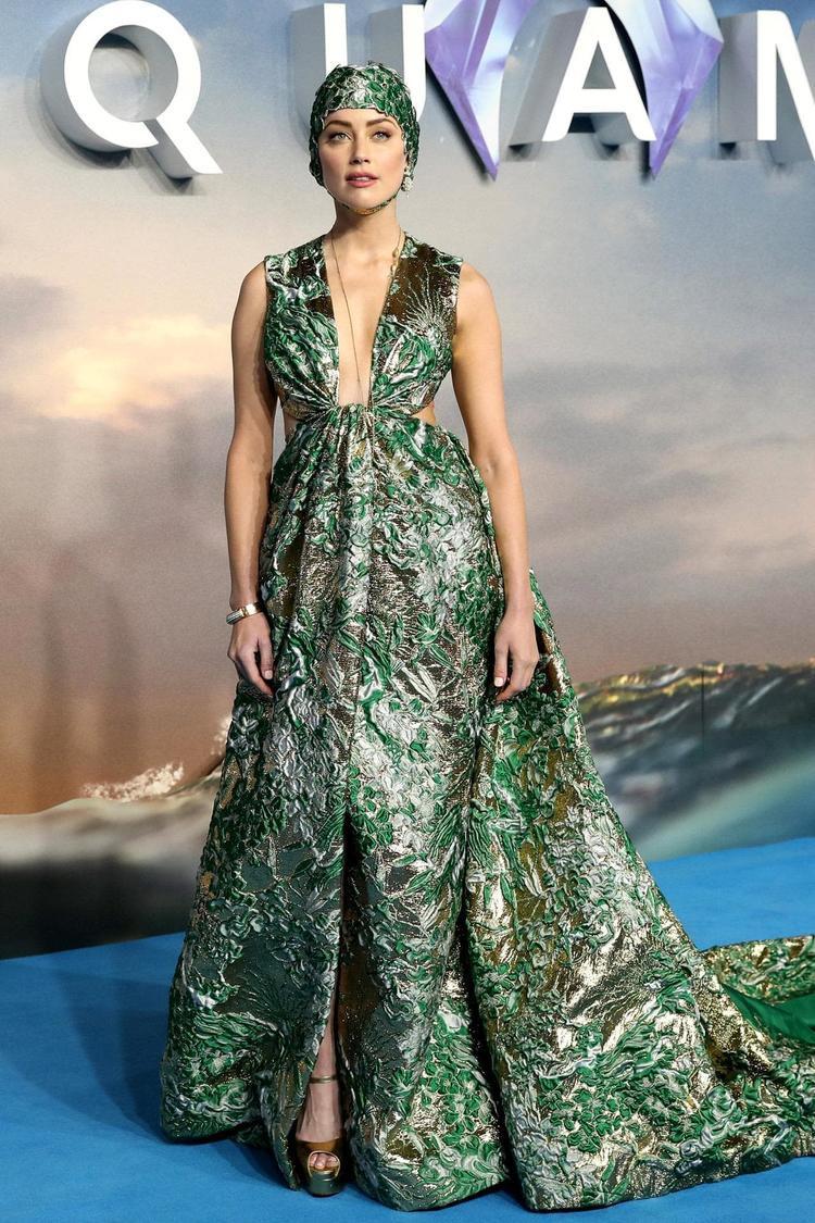 Hoa hậu Hương Giang sẽ sang Philippines đọ sắc với mỹ nhân Amber Heard tại họp báo phim Aquaman
