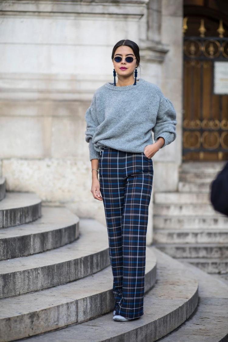 Nếu chán các kiểu quần ống rộng vải trơn thì chị em thử tìm một chiếc quần có họa tiếc sọc ca rô xem sao nhé.