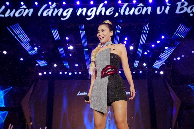 Giữa cơn mưa tầm tã, Soobin Hoàng Sơn Tóc Tiên cùng dàn sao Việt triệu view bùng cháy cùng chục ngàn khán giả