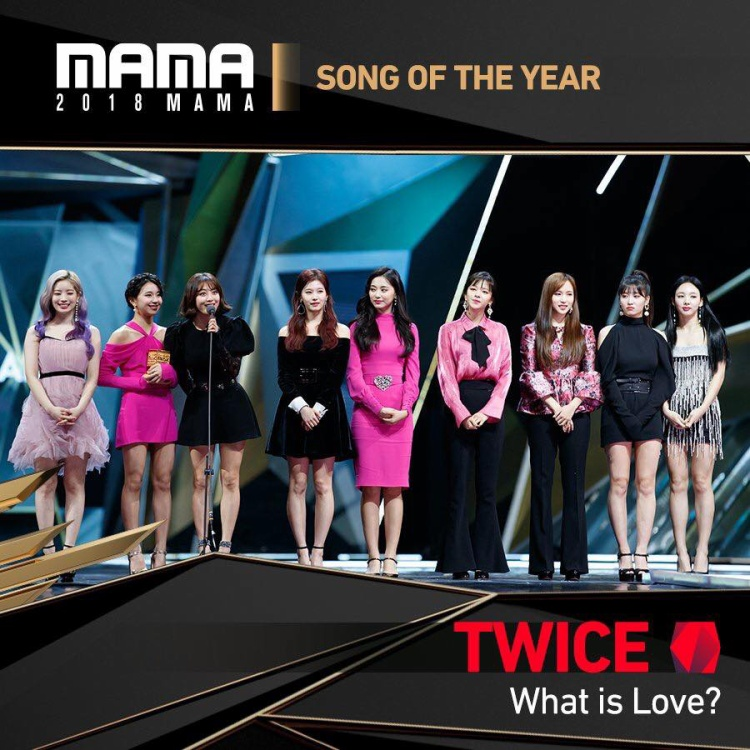 TWICE thắng giải daesang Song Of The Year với ca khúc What Is Love.