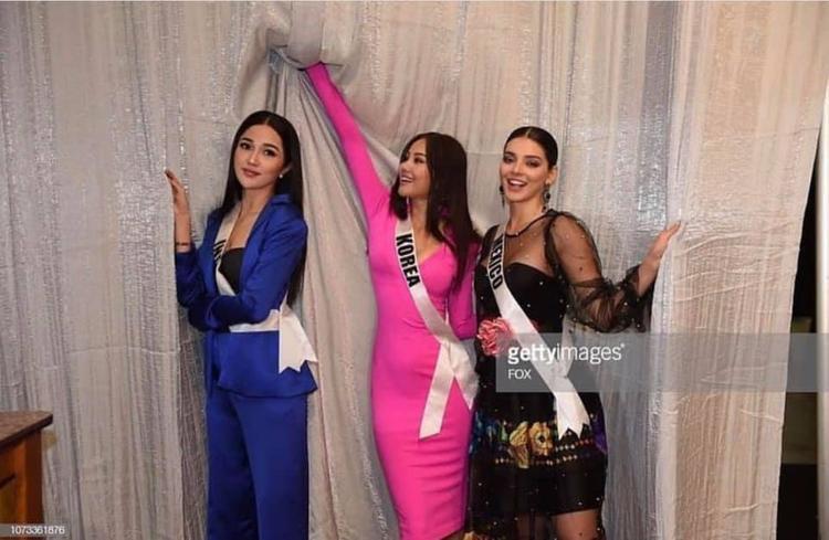 Ngay sau khi hình ảnh được lan truyền, fan hâm mộ của H'Hen Niê nhanh chóng phát hiện thiết kế của Hoa hậu Hàn Quốc chẳng khác nào là bộ cánh song sinh của H'Hen Niê.