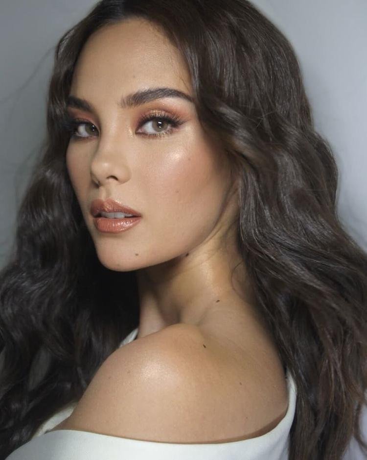 Soi mặt mộc đẹp không tì vết của Miss Universe 2018  Catriona Gray