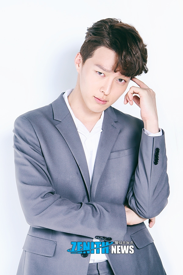 Invited to play 2 drama at same time, Jang Ki Yong should choose 'WWW' or 'Blue Eyes'