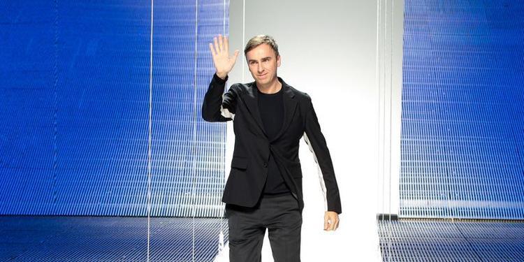 NTK Raf Simons từng được biết đến sau 3 năm giữ vị trí giám đốc sáng tạo ở Dior và nay lại chính thức rời khỏi thương hiệu Calvin Klein