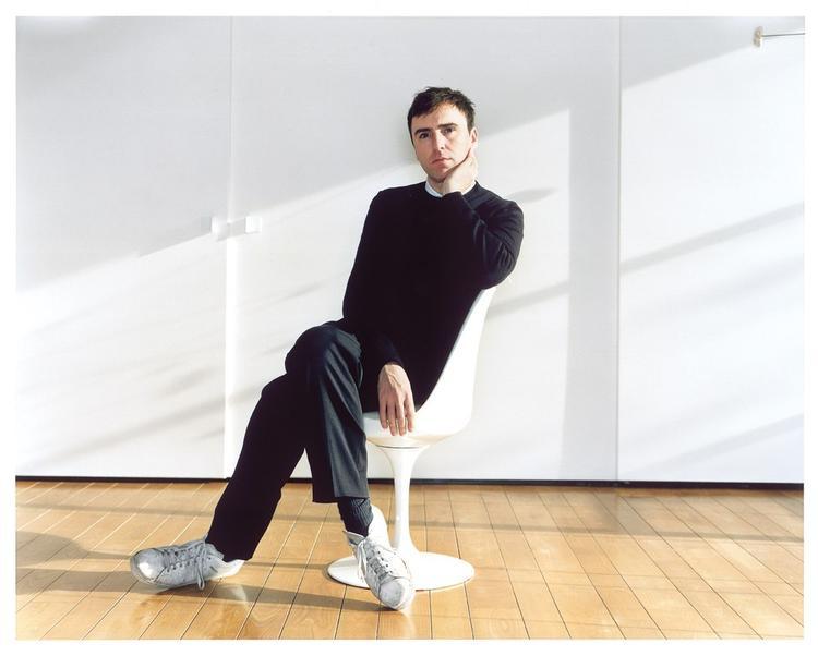 Như vậy với sự ra đi của Raf Simons trong thời gian này, thương hiệu Calvin Klein sẽ không tham dự Tuần lễ thời trang New York tháng 2/2019.
