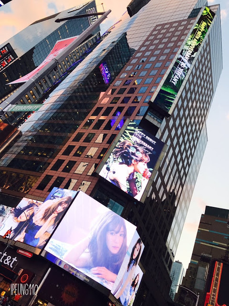 Hình ảnh thành viên của SNSD - Tiffany cũng xuất hiện ở Quảng trường Thời Đại vào ngày 1/8