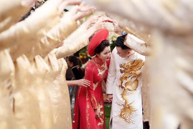 Hai người đã từng chia tay rồi tái hợp để đi đến kết thúc có hậu bằng đám cưới Nữ nhà văn đình đám Huyền Trang Bất Hối lên xe hoa với người yêu cũ