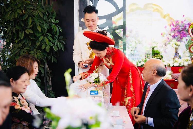 Hai người trước quan họ hai bên Nữ nhà văn đình đám Huyền Trang Bất Hối lên xe hoa với người yêu cũ
