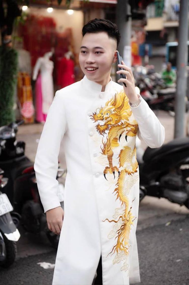 Theo tìm hiểu, chồng sắp cưới của nữ nhà văn trẻ tên là Nguyễn Bá Thành