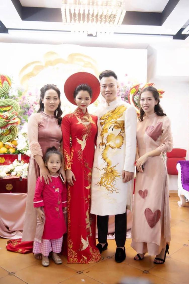 Nữ nhà văn cùng chồng sắp cưới hạnh phúc trong ngày ăn hỏi Nữ nhà văn đình đám Huyền Trang Bất Hối lên xe hoa với người yêu cũ