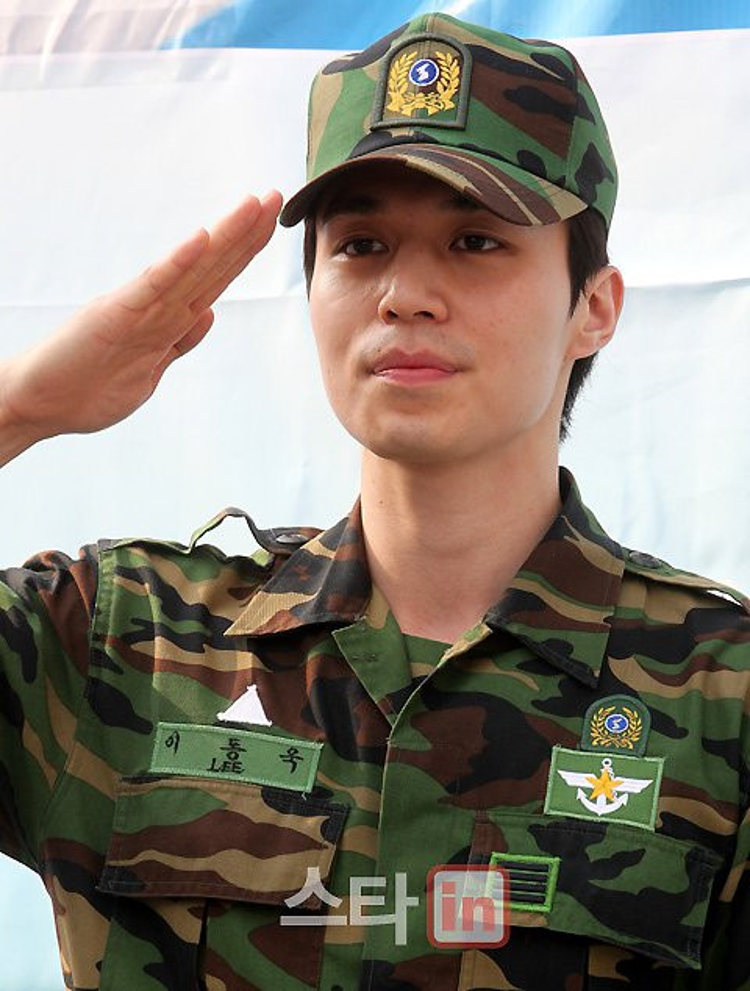 Từ khi nào nhập ngũ trở thành đấu trường nhan sắc hoàn mỹ của sao nam Kbiz: Huyn Bin hay Ji Chang Wook sẽ thắng