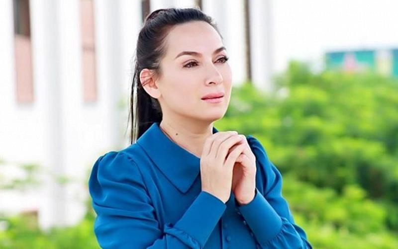 Cập nhật bệnh tình ca sĩ Phi Nhung sau 15 ngày điều trị Covid-19