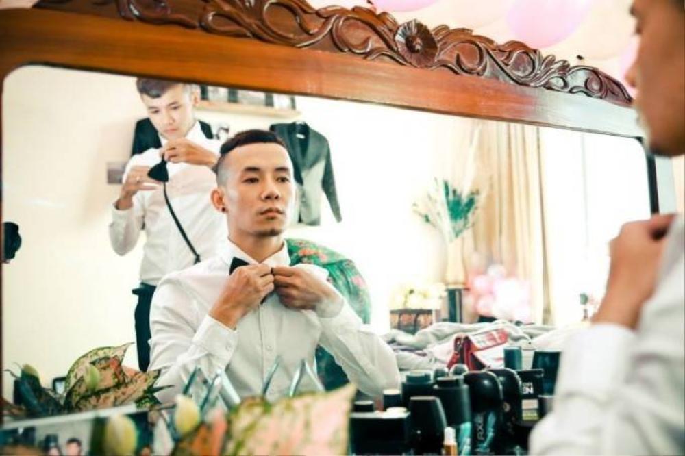 Bo Trần và Thánh Thiện đã có một lễ cưới ấm cúm bên bạn bè và người thân vào tháng 5 năm 2015