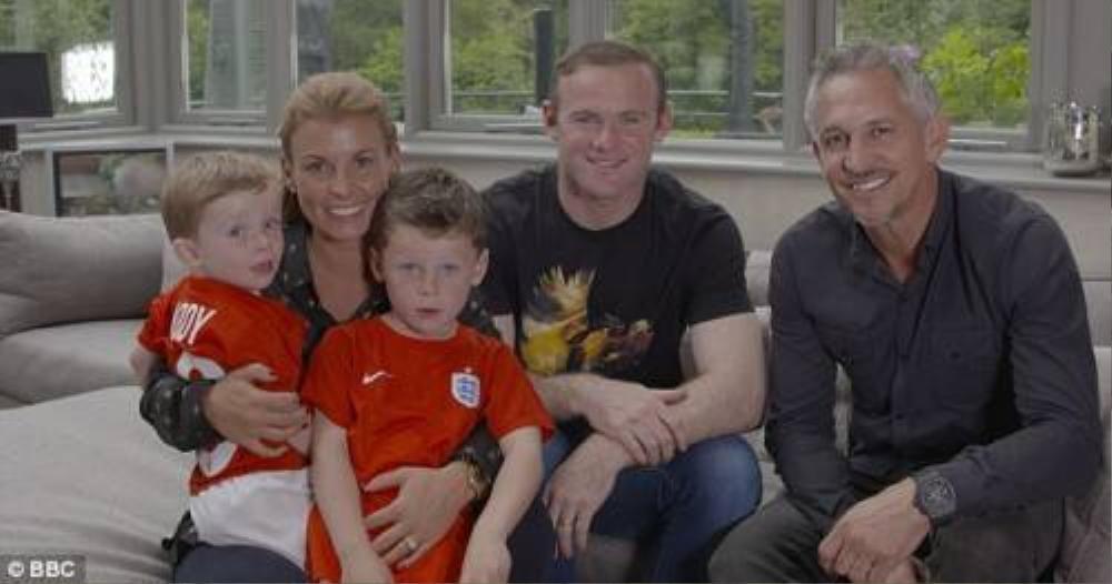 Lineker đến gặp gỡ gia đình Rooney và có buổi quay phim vui vẻ