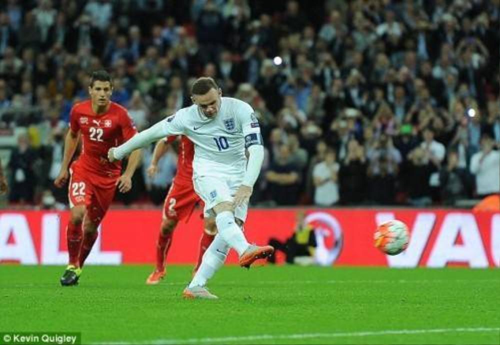 Rooney trong trận đấu với Thụy Sĩ, trận đấu đưa anh trở thành cầu thủ ghi nhiều bàn nhất lịch sử tuyển Anh.