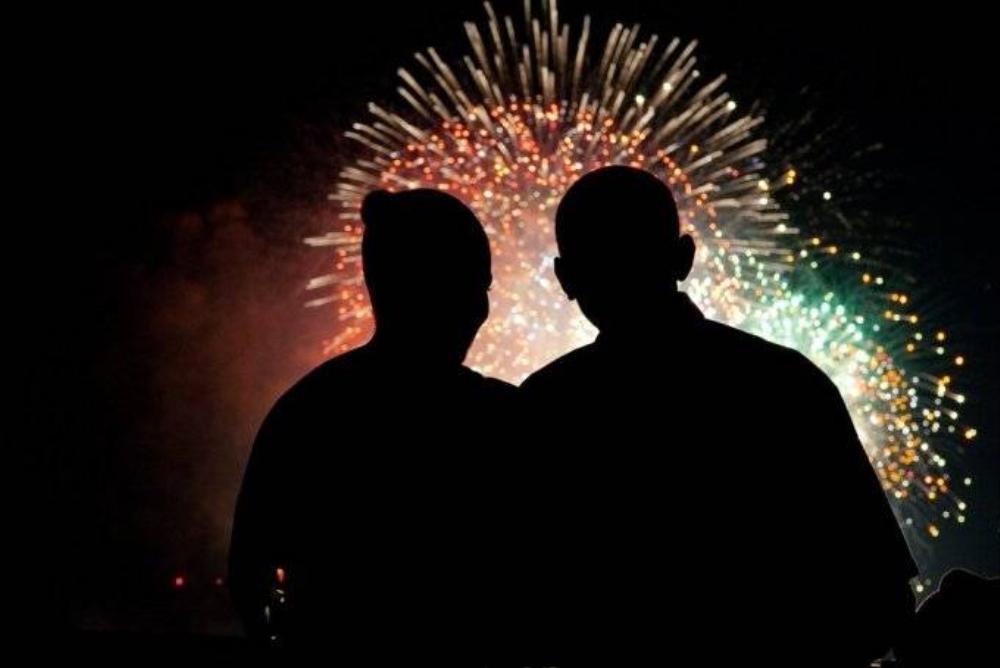 Vợ chồng Tổng thống Obama cùng ngắm pháo hoa trong ngày Quốc khánh Mỹ 4/7/2009.