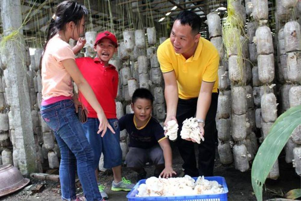 Sau một buổi sáng, gần 10 kg nấm đã được khách hàng thu hoạch.
