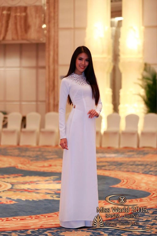 Đại diện Việt Nam ghi điểm với áo dài truyền thống trong phần thi Dances of the World.