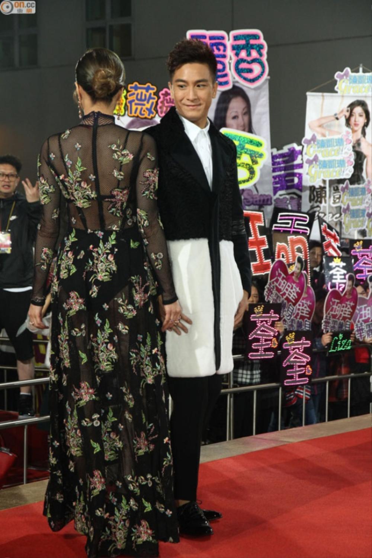 Mã Quốc Minh cũng không thể rời mắt khỏi cô bạn đồng nghiệp vì váy gợi cảm.