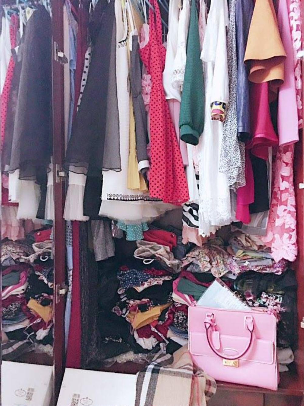 Tủ đồ có giá hơn 1 tỉ của cô gái 19 tuổi ở Sài Gòn trông... không thể tin nổi!