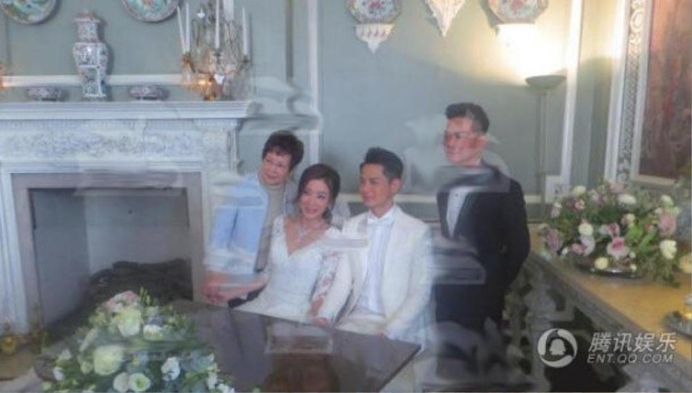 Hôn lễ bí mật diễn ra ở Anh. Mẹ Dương Di và bố La Trọng Khiêm đã có mặt.