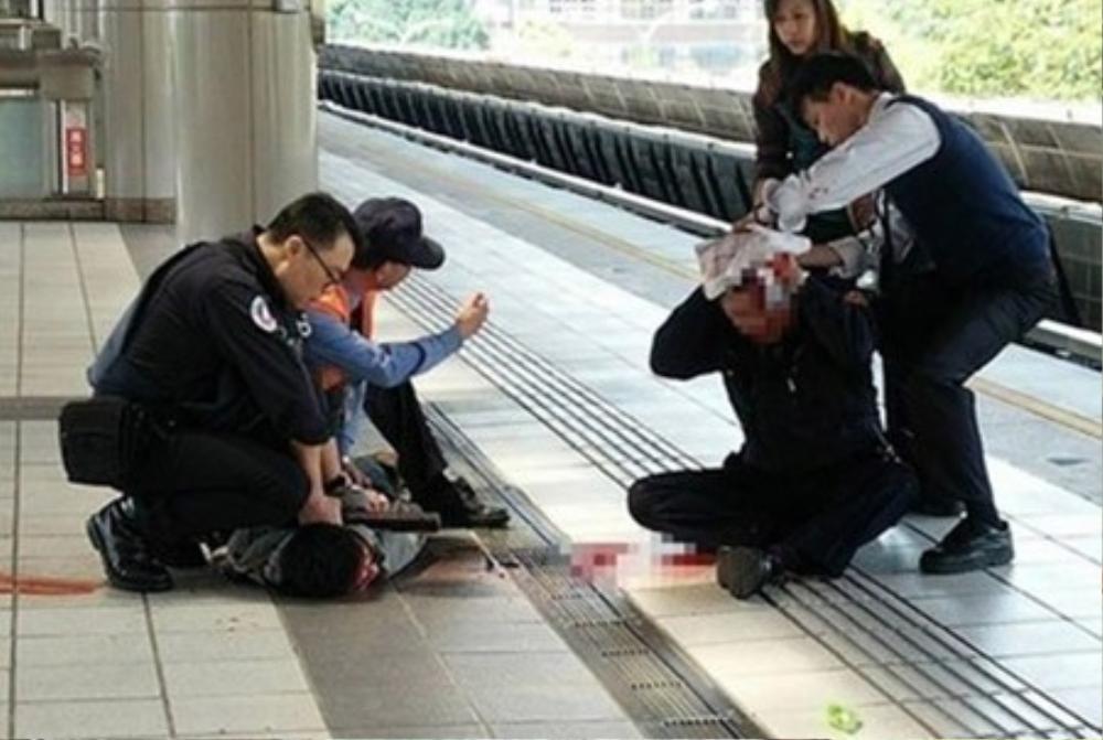 ột sĩ quan cảnh sát bị tấn công bằng dao hôm nay, 29/3.