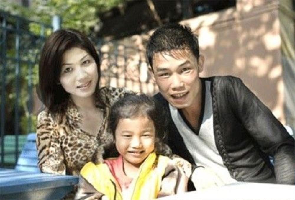 """Hiệp """"Gà"""" bên người vợ đầu và con gái."""