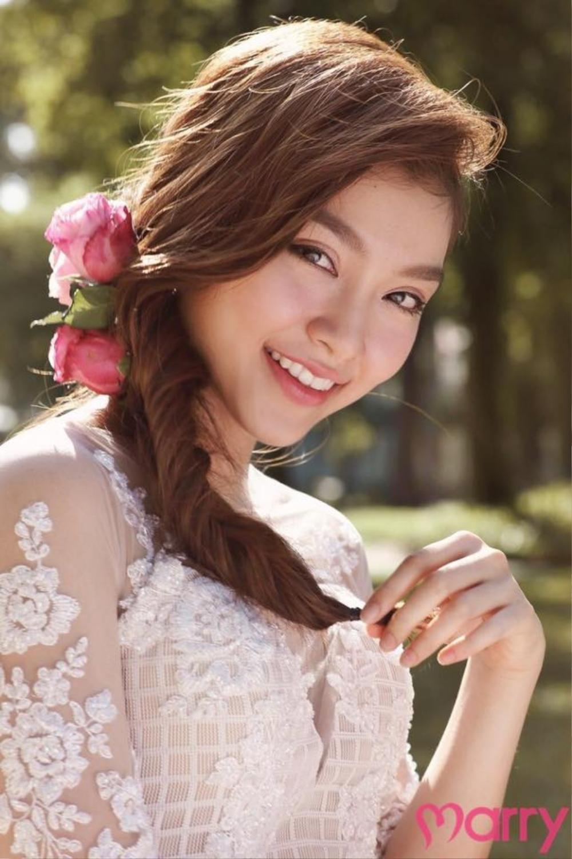 Gu trang điểm màu hồng vô cùng ngọt ngào của Huỳnh Phương Tú trong  tạp chí cưới Marry