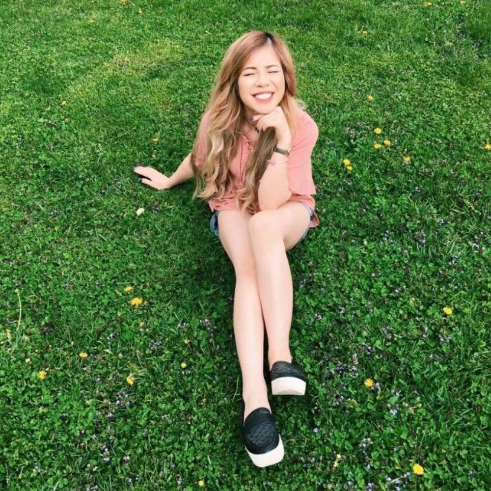 Chang Makeup vẫn chung thủy với màu hồng tươi matte với tiết trời mùa hè tại Hoa Kỳ.