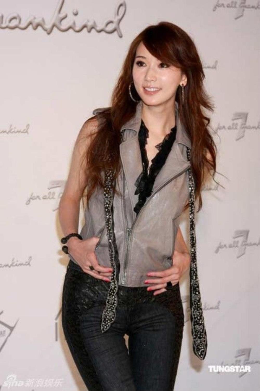 Đến Lâm Chí Linh cũng bị tai tiếng. Phải chăng nghề người mẫu ở Đài Loan không còn chỗ đứng?