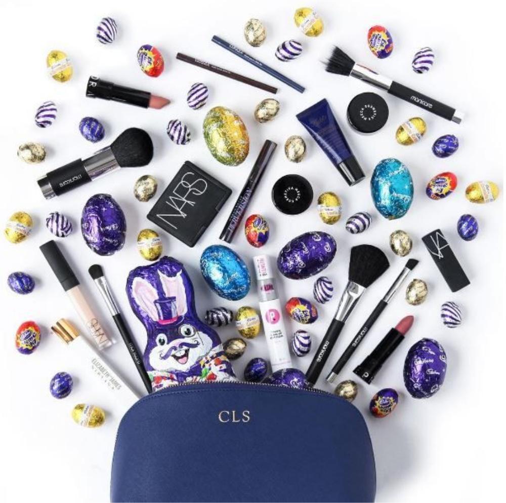 Những viên kẹo nhiều màu cùng tông với chiếc túi đựng mỹ phẩm của bạn sẽ là trợ thủ đắt lực giúp các item làm đẹp được dịp tỏa sáng