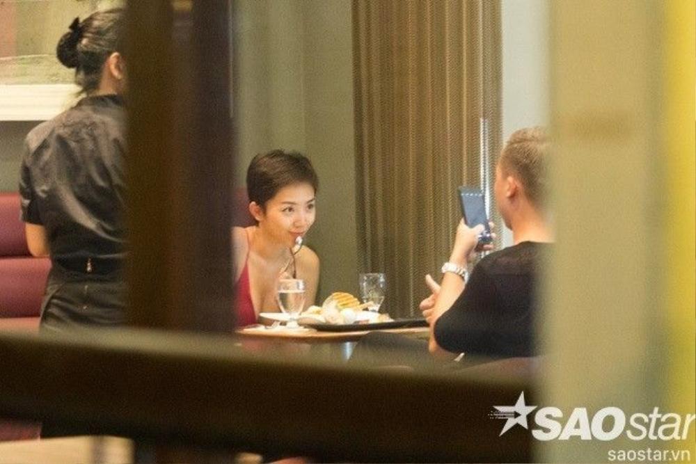 """Chắc chắn Hoàng Touliver là sẽ người """"có tâm"""" nhất khi chụp ảnh cho Tóc Tiên."""