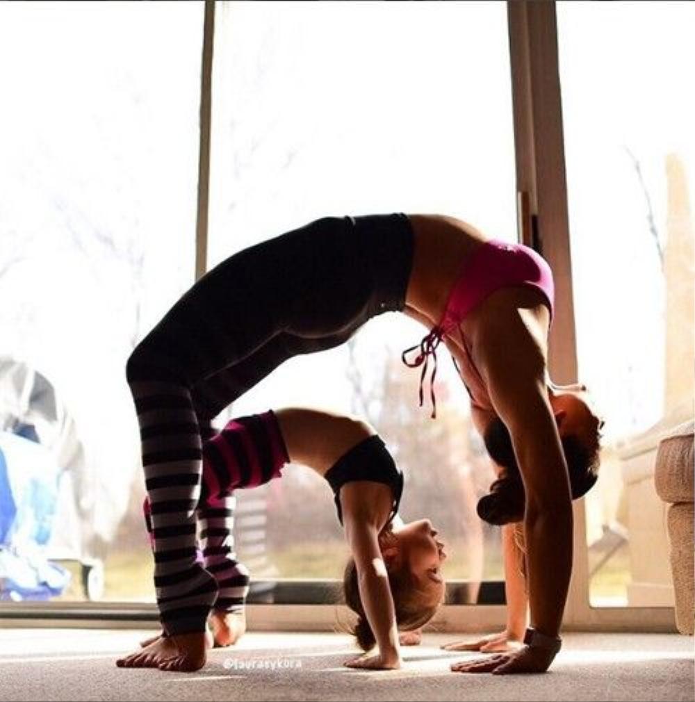 Cô cũng khuyến khích mọi người nên dành ít nhất 15 phút mỗi ngày tập yoga để tăng cường sức khỏe, giữ gìn vóc dáng và sự tươi trẻ.