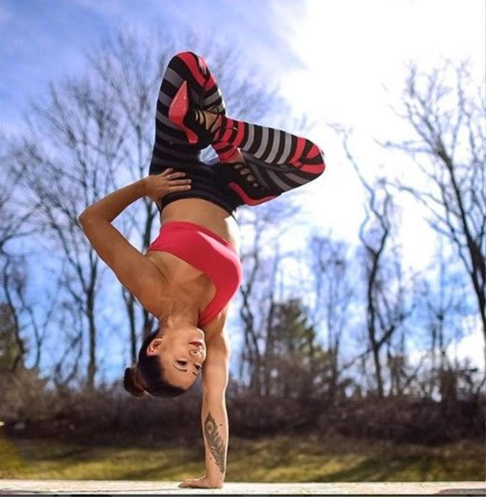 'Yoga đã giúp tôi khám phá được những điều vô cùng mới mẻ về bản thân và cuộc sống', Laura Kasperzak chia sẻ.