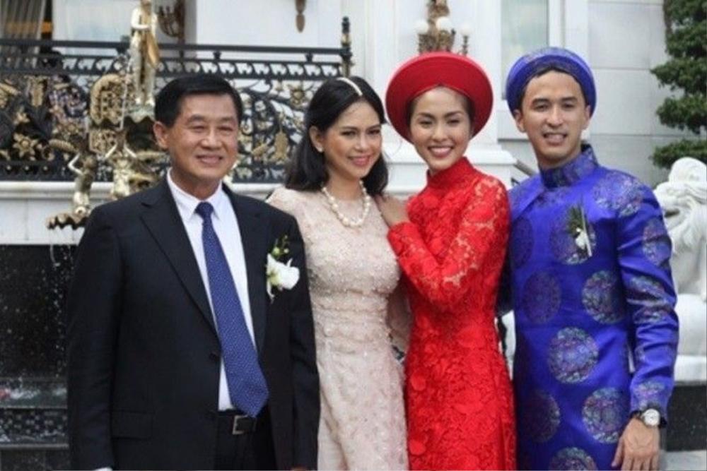 Tăng Thanh Hà bên bố mẹ chồng giàu có.