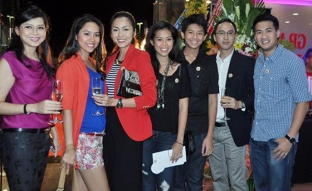 Ông Johnathan Hạnh Nguyễn có khá nhiều người con và đại gia đình rất thân thiết với nhau.