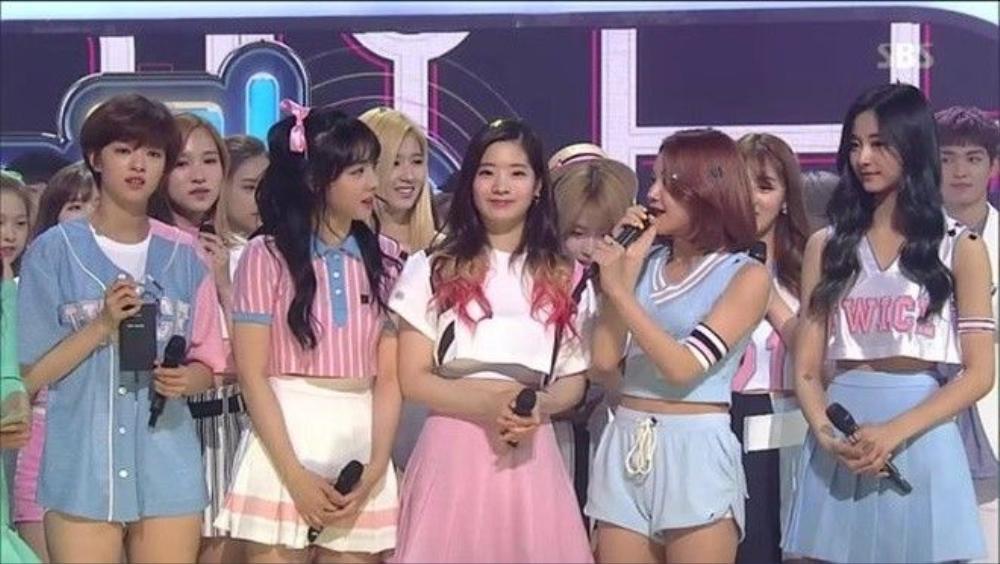TWICE đã vượt qua Tiffany và BTS để giành cúp chiến thắng.