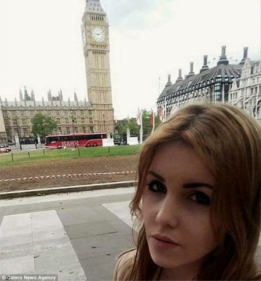 Chuyến đi du lịch miễn phí đầu tiên của Snow là đến London, Anh.