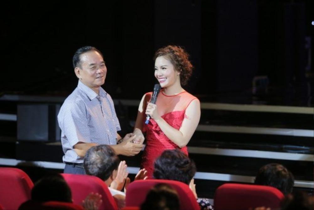 Nhạc sĩ Đỗ Hòa An cất công xuống Hà Nội để xem học trò cưng hát tỏng liveshow đầu đời.