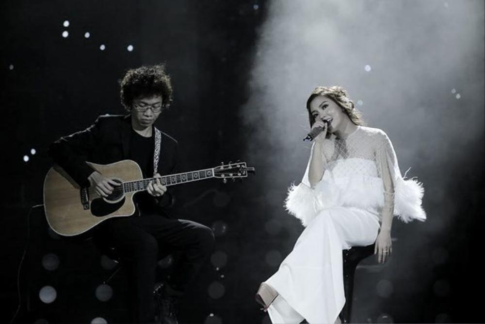Ngọc Anh thể hiện đầy tình cảm và lắng đọng những ca khúc của Phạm Hải Âu, Khắc Hưng, Đỗ Bảo.