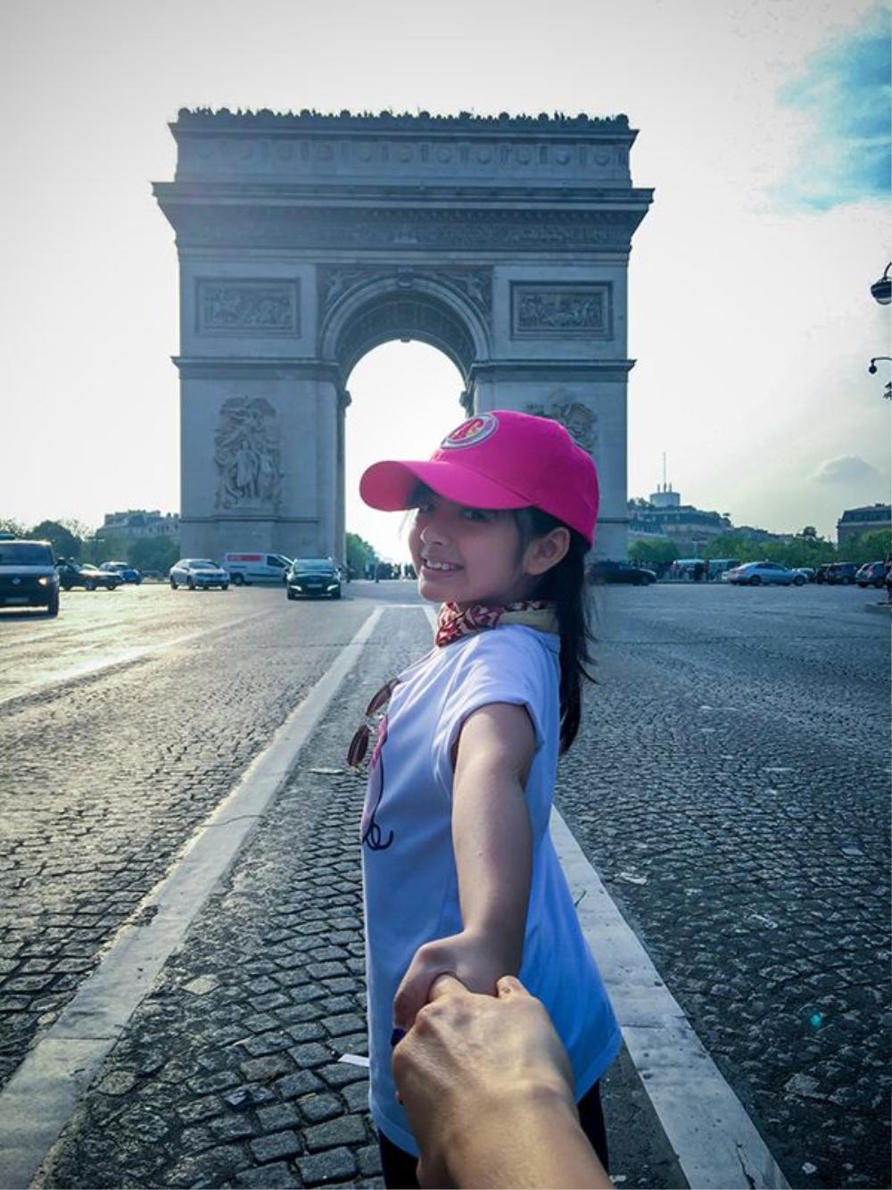 Theo Bông tới Khải Hoàn Môn - Paris.