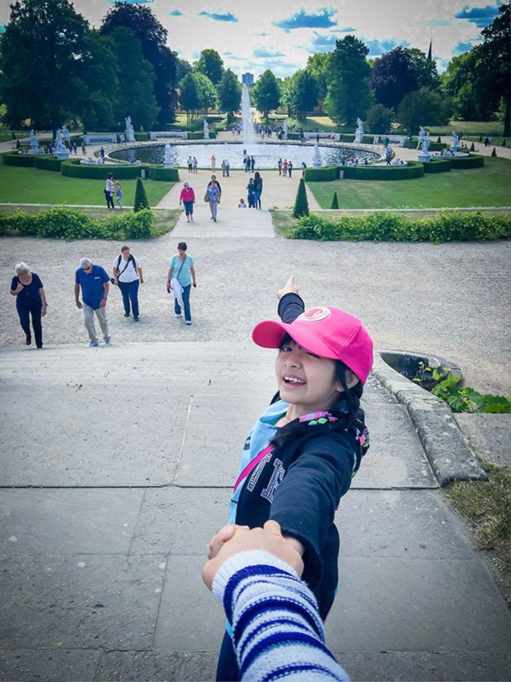 Hay ở vườn hoa trong cung điện Sanssouci, bé Bông đều rất hào hứng.