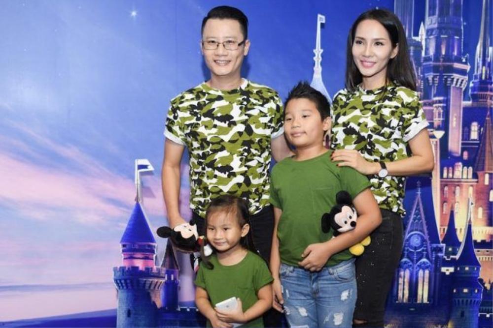 Gia đình hạnh phúc của Hoàng Bách