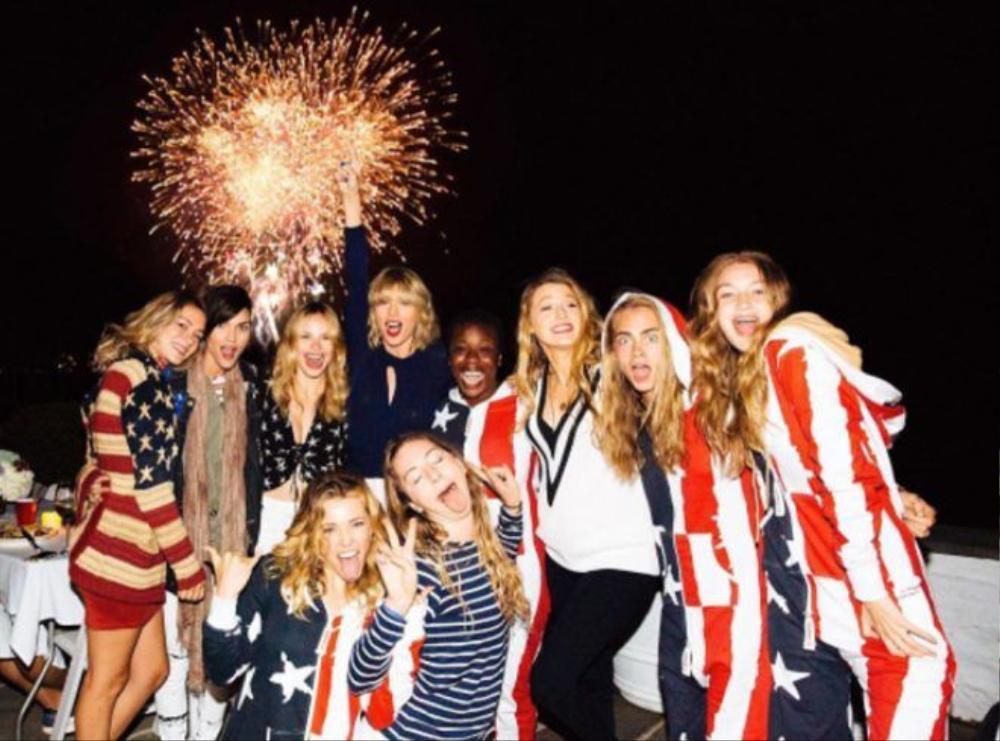 Taylor ăn mừng ngày lễ 4/7 nhưng không có Selena.