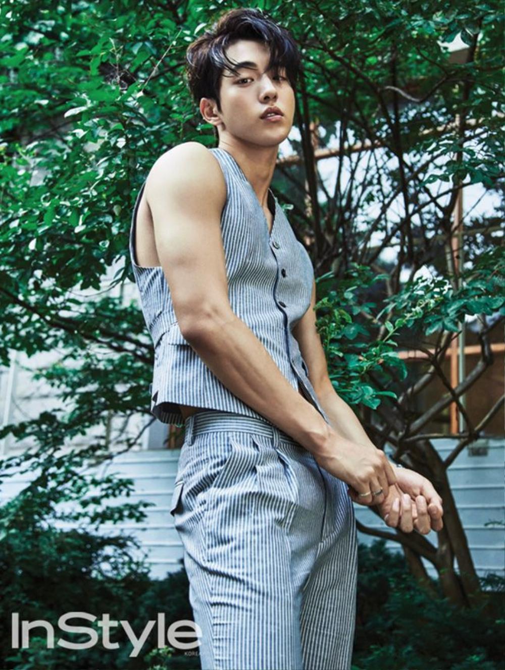 """Chàng diễn viên điển trai của """"Cheese In The Trap"""" Nam Joo Hyuk xuất hiện với  kiểu tóc hot này trên tạp chí Instyle."""