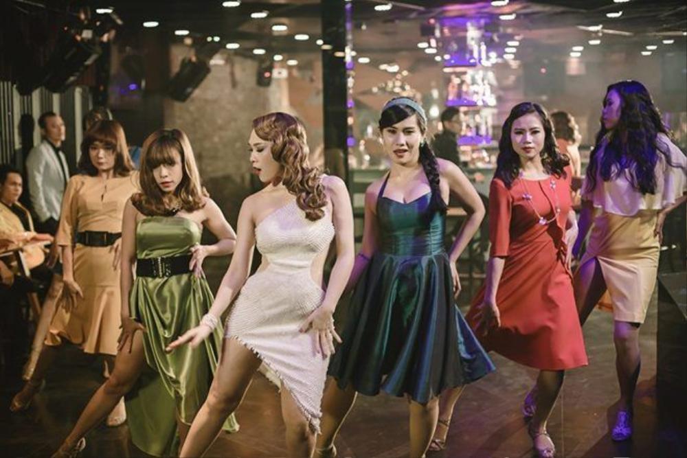 Không chỉ gây ấn tượng với tạo hình quý cô gợi cảm, Mỹ Tâm còn thể hiện những bước vũ đạo chuyên nghiệp.