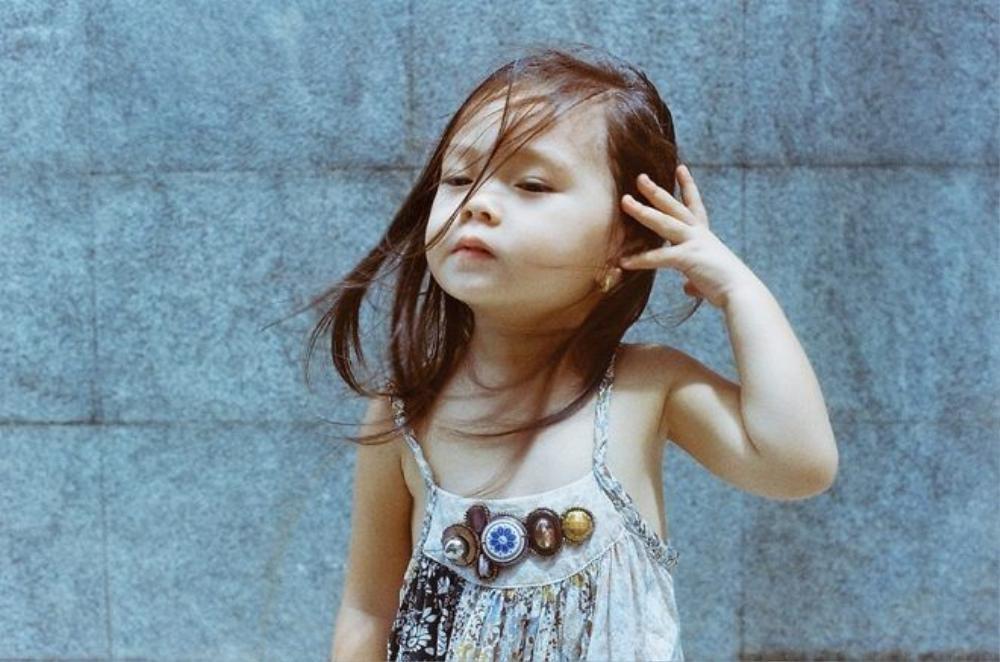Con gái Đoan Trang diễn xuất cực phiếu dưới ống kính của cậu ruột - đạo diễn, nhiếp ảnh gia Cao Trung Hiếu.