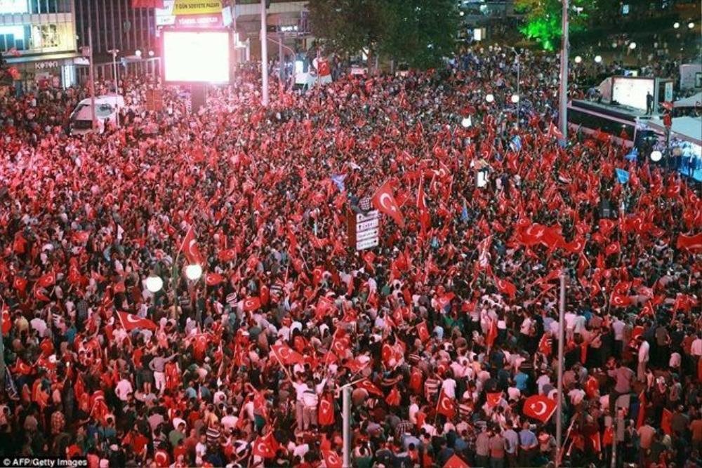 Lực lượng ủng hộ Tổng thống Erdogan