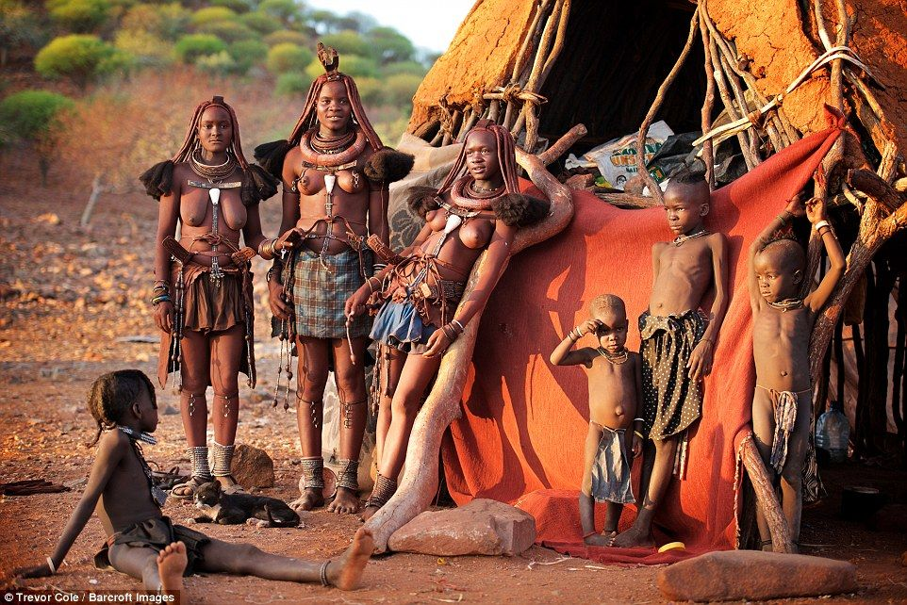 Himba là một trong số ít các bộ tộc trên thế giới còn sống như thời nguyên thủy.